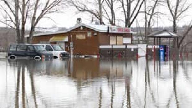 300-flooding-lumsden