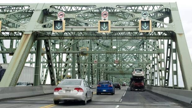 During this weekend's road work, the speed limit on the Champlain Bridge will be reduced to 50 km/h.