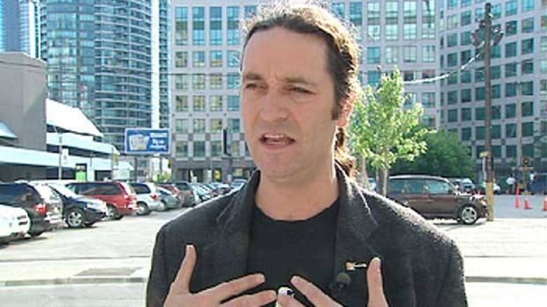 Comedian Guy Earle told CBC News he made some offensive comments to silence  hecklers. (CBC)