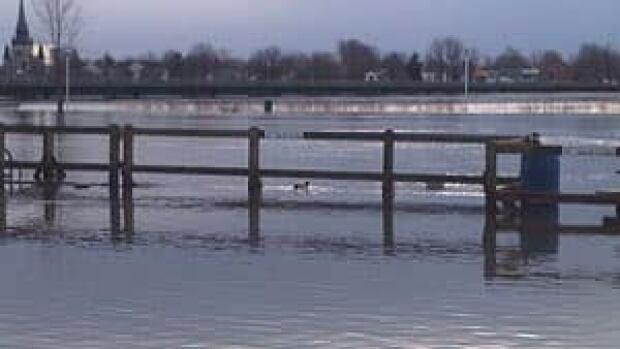 mi-st-jean-sur-richelieu-flooding-300