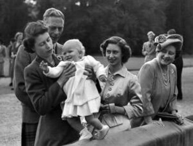si-royal-family-1951-300