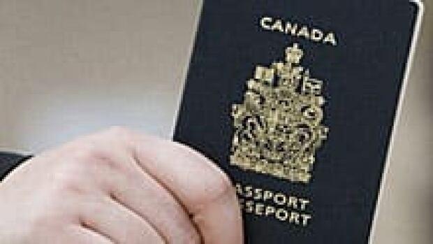 canada-passport-220-8875032