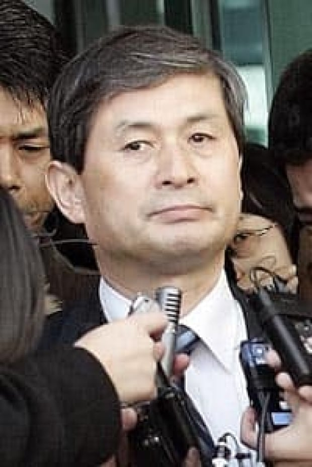 the hwang woo suk research scandal The rise and fall of embryonic stem cell research in korea song sang-yong  abstract: the recent hwang woo-suk scandal in stem cell research ranks among one of the biggest considering its scope and impact.