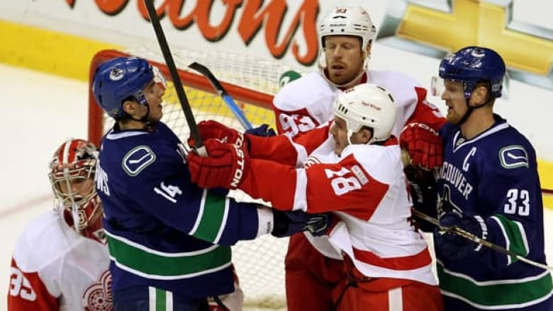Canucks Double Up Detroit In Battle Of Nhl S Hottest Clubs Cbc Sports
