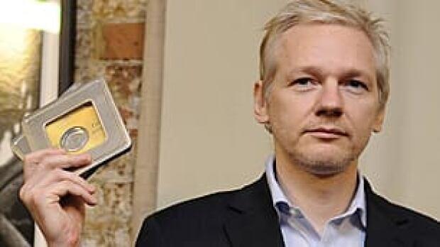 tp-assange-wikileaks-rtxwoq