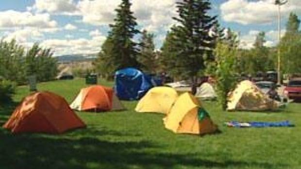 mi--yukon-tent-protest-110613