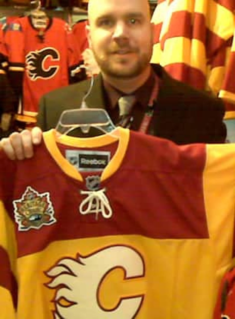 super popular a4a08 52f14 Fake jerseys hit Calgary ahead of Heritage Classic | CBC News