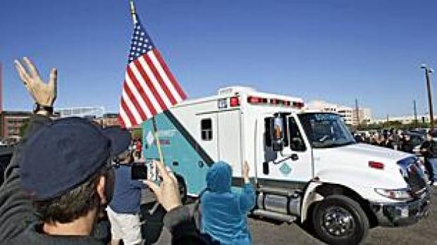 us-giffords-ambulance-00043