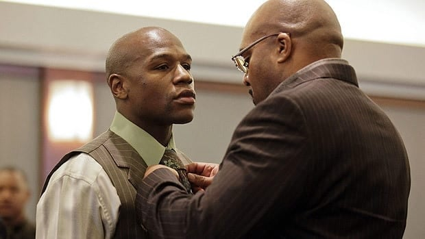 Floyd Mayweather has his tie adjusted by manager Leonard Ellerbe before sentencing Thursday in Las Vegas.