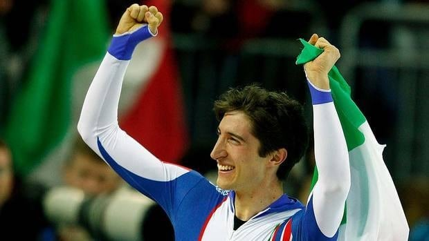 Enrico Fabris of Italy was all smiles here in 2006 while celebrating his gold-medal performance in the men's 1500-metre speed skating final at the 2006 Olympics in Turin. Five years later, a lack of motivation is believed to be the reason for his decision to retire from the sport.