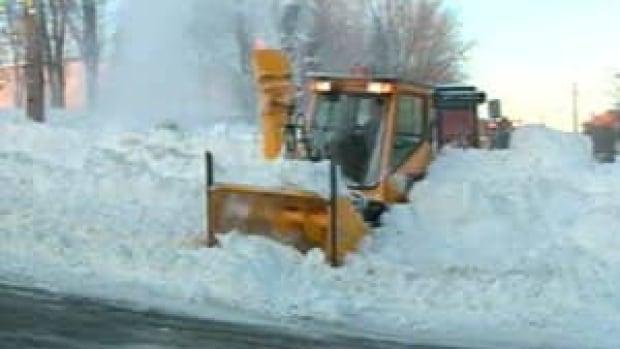 mi-sherbrooke-snow-clearing-300