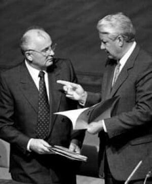 si-gorbachev-yeltsin-1991-220