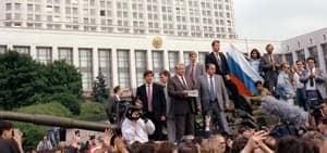 si-yeltsin-tank-1991-300
