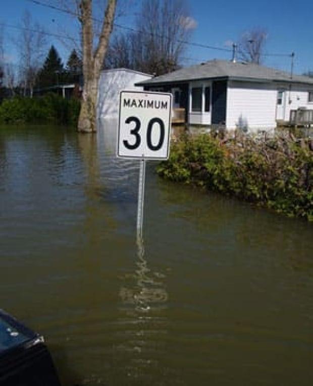 mi-flooding-ugc-300-riaz7766
