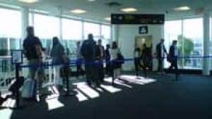 si-toronto-island-airport-220-cbc-img00369-20110715-0841