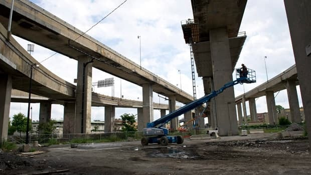 Ramp closures relating to the rebuilding of the Turcot Interchange will result in a long detour for drivers, particularly those trying to access the 20W or 720E from the South Shore and the Champlain Bridge.