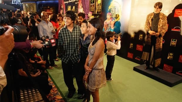 Child stars from the hit movie Slumdog Millionaire arrive on the 'green' carpet at the 2009 International Indian Film Academy (IIFA) in Macau.