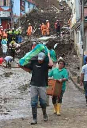 si-colombia-mudslide-300-ap-01572348