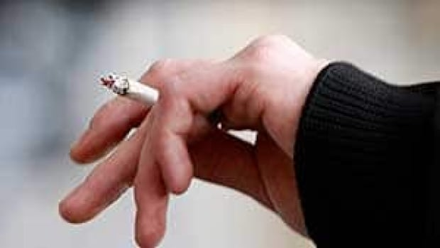 mi-bc-110509-smoking-cp-00198236