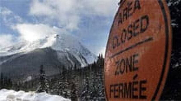bc-110219-avalanche-sign-220