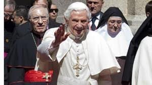 inside-pope-01140186