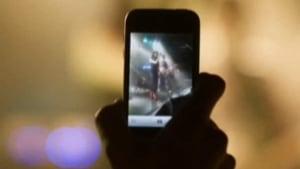 hi-852-smartphone-concert