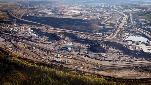 A new report from the Pembina Institute questions whether the benefits of Alberta's oilsands are really felt across Canada, or if that is just part of the government's strategy to boost pipeline support.