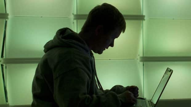 li-computer-silhouette-620