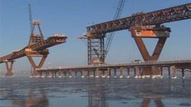 mi-dehcho-bridge-gap