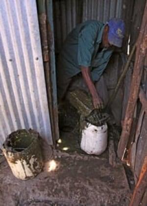 sm-220-kenya-toilet-unclog-01005323