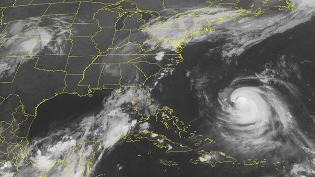 The core of Hurricane Katia is expected to move between the U.S. East Coast and Bermuda Wednesday night and Thursday.