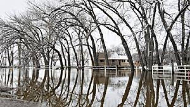 300-flood-lumsden