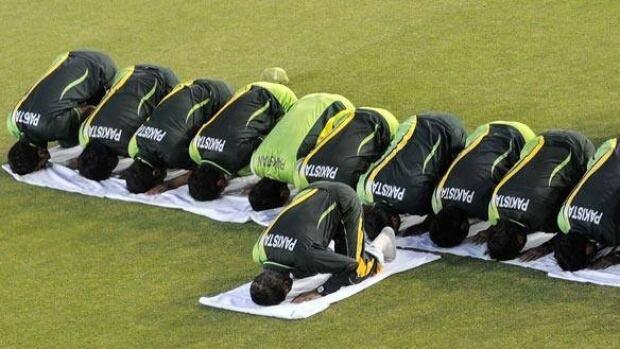 cricket-pakistan-110328