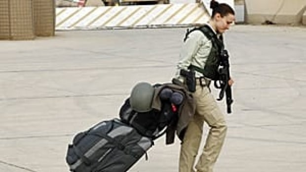 iraq-us-luggage-rtr2v9kj