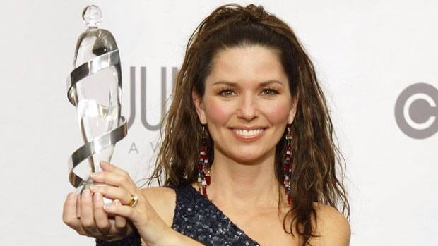 Canadian singer Shania Twain shows off her Juno for artist of the year in April 2003, after hosting the awards in Ottawa.
