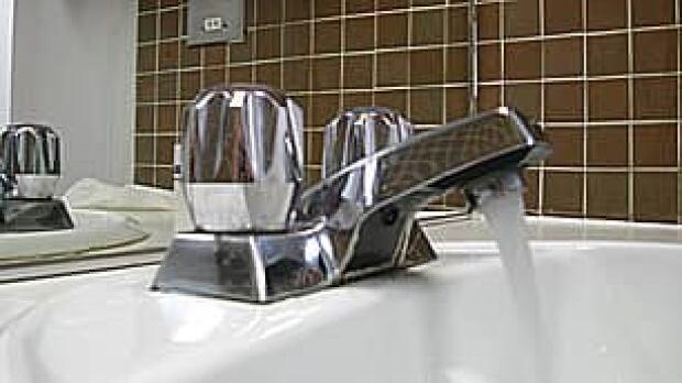 pe-tp-running-water