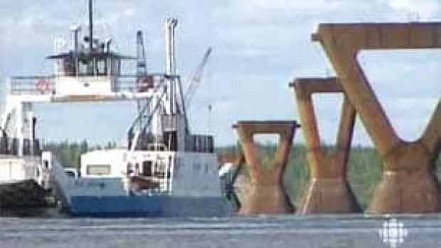 tp-dehcho-ferry-100608