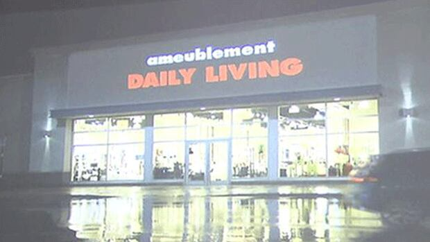 An Office de la langue française commercial shows an example of a chain store with an English language name complying with the law by adding a descriptive word in french.