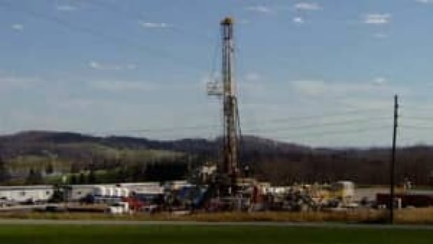 si-bc-110928-fracking-gas-well