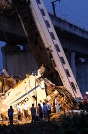 si-china-train-crash-220-reutersrtr2p7l8