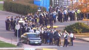 si-ott-protestcops-300