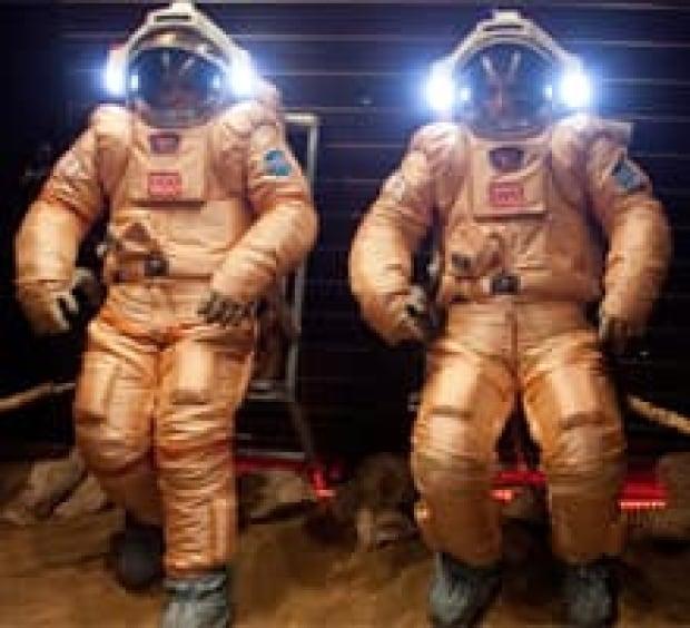 sm-220-mars-cosmonauts