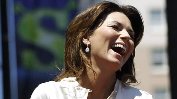 Canadian singer Shania Twain has capped her comeback with a two-year gig in Las Vegas.