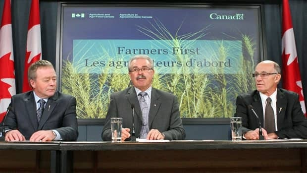 Federal Agriculture Minister Gerry Ritz, centre, is flanked by Alberta Agriculture Minister Evan Berger, left, and Saskatchewan Agriculture Minister Bob Bjornerud, right, as they hold a news conference in advance of the final vote in the House of Commons on the Marketing Freedom for Grains Farmers Act, on Nov. 28.