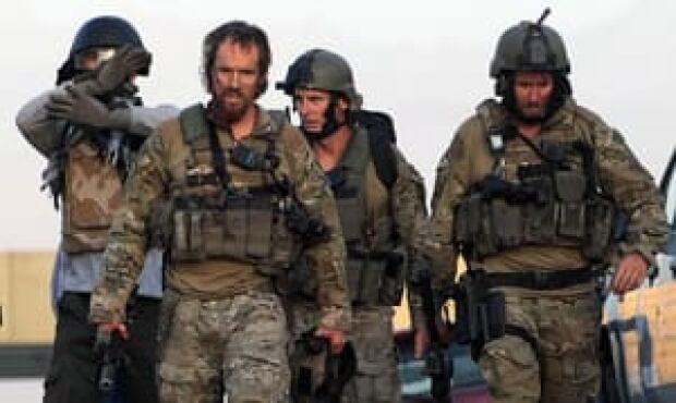 mi-soldiers-kabul-300-11759