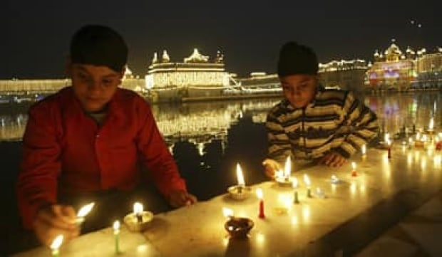 sikhs-golden-temple-rtxwfth