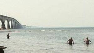 pei-si-swimmers-bridge-220
