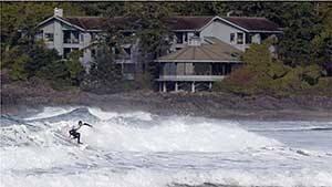 mi-bc-110506-tofino-surfer