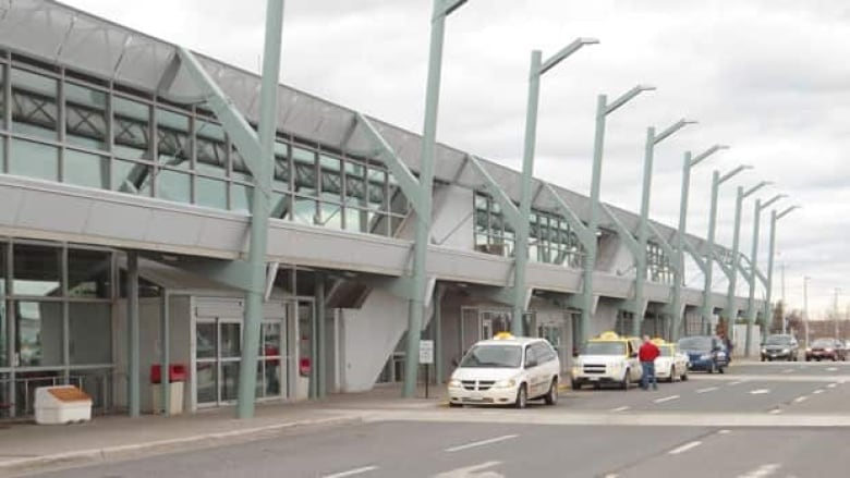 Thunder Bay Cab >> More Taxis To Be Available At Thunder Bay S Airport Cbc News