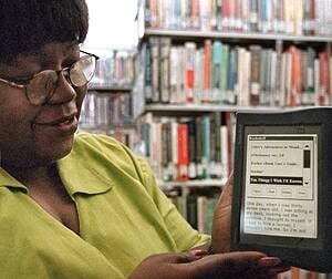 si-library-ereader-getty-783281